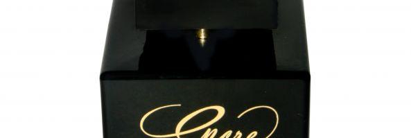 Lalique Parfums renueva su línea con Encre Noire; ahora para ella
