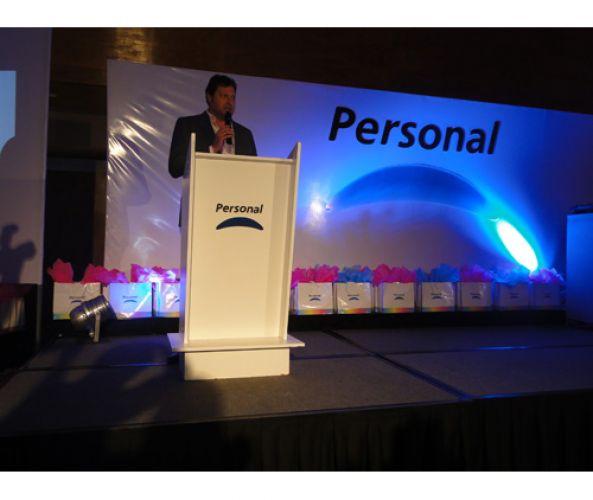 Personal celebra con la prensa y amigos el exitoso cierre del año 2011